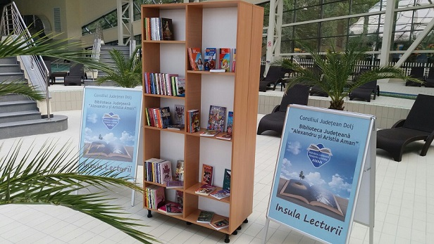 Summer Books & Water Library poze