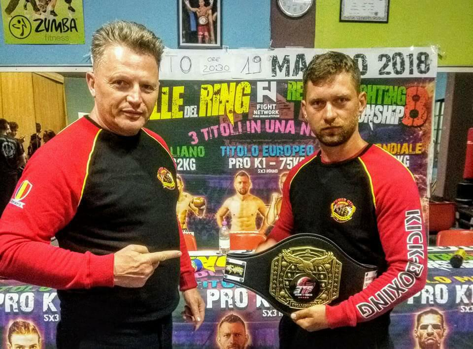 Sportivul Marian Serban, de la CS Power Gym Craiova, a castigat Titlu European ETF – WKA FIGHTERS LEAGUE. Centura europeana vacanta la – 75 kg s-a disputant pe data de 19 mai 2018, in localitatea Arezzo – Italia.